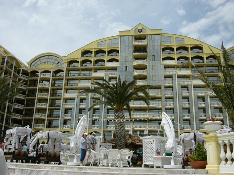 roses hotel victoria