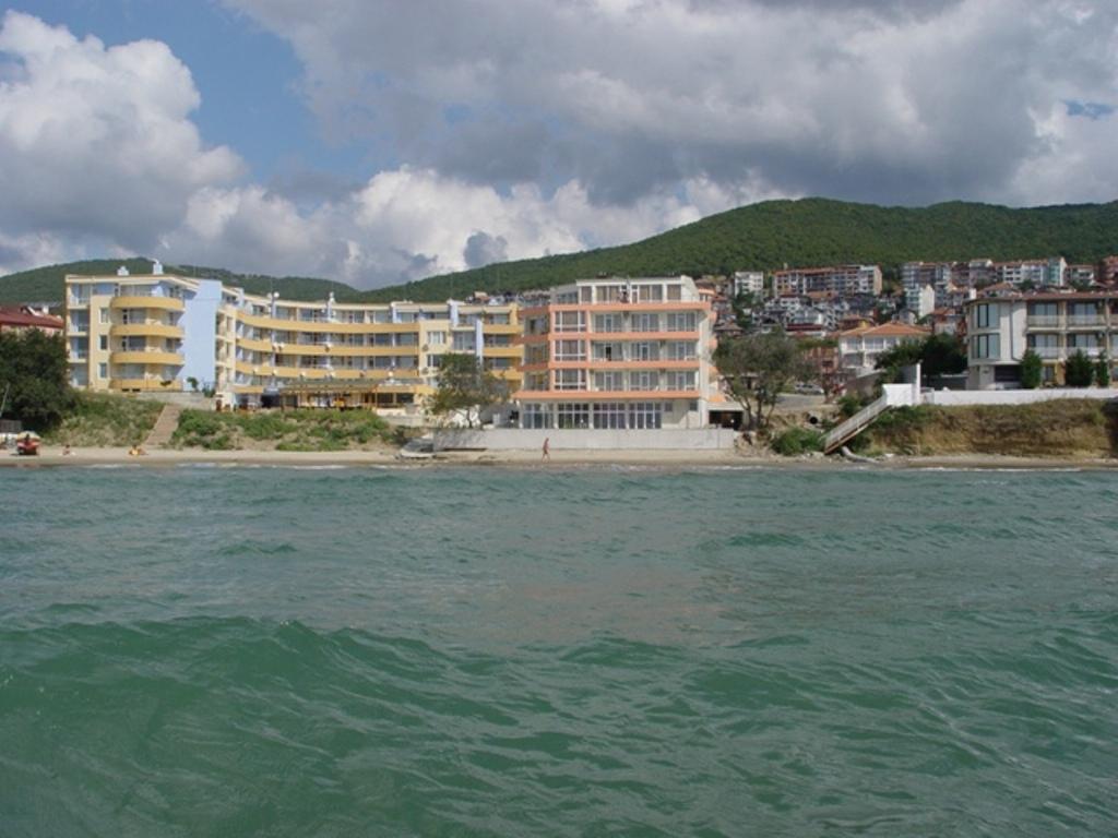Iris Hotel, Saint Vlas